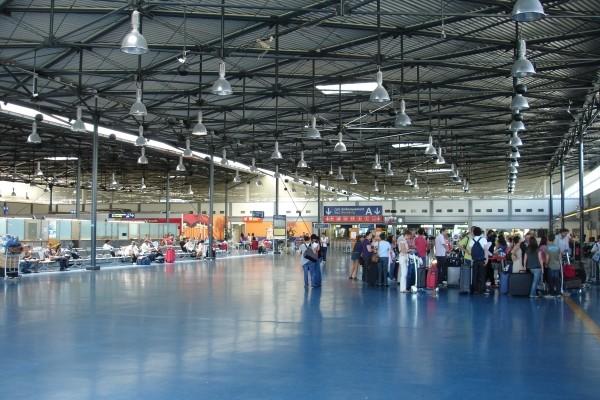 Terminal 3 del aeropuerto de Paris Roissy Charles de Gaulle : un servicio minimalista. © G.A